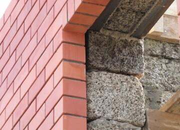 Дом для постоянного проживания: из кирпича или блоков, что лучше