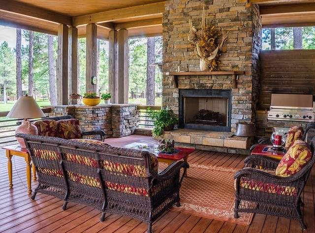 Дизайн интерьера комнаты с камином