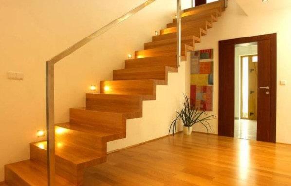 Дерево для лестницы в доме