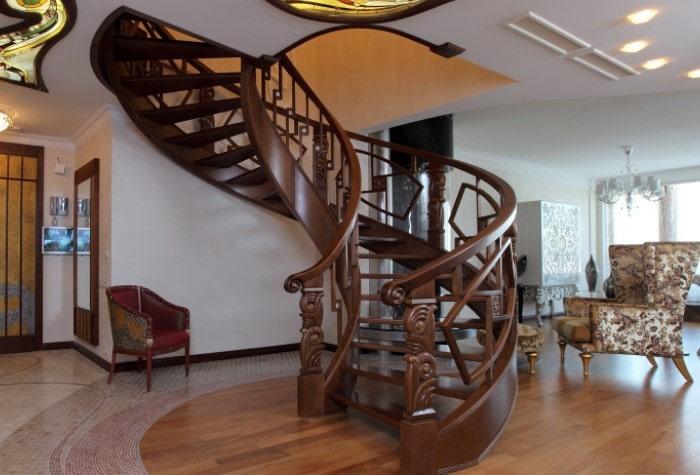 Дерево для лестницы в доме2