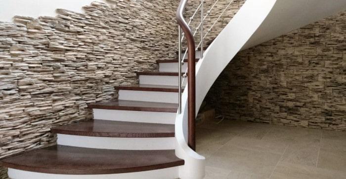 Камень для лестниц