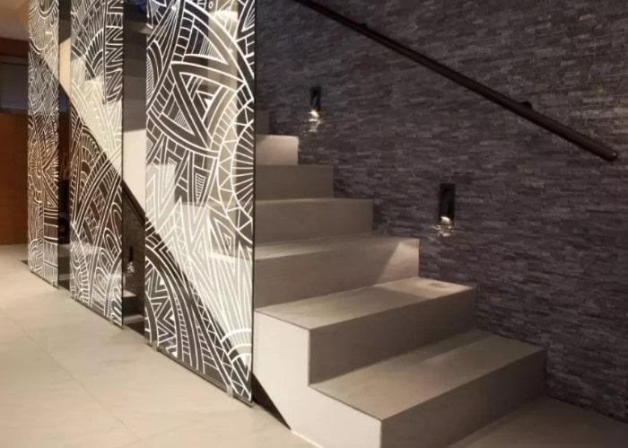 Пример лестницы с плиткой